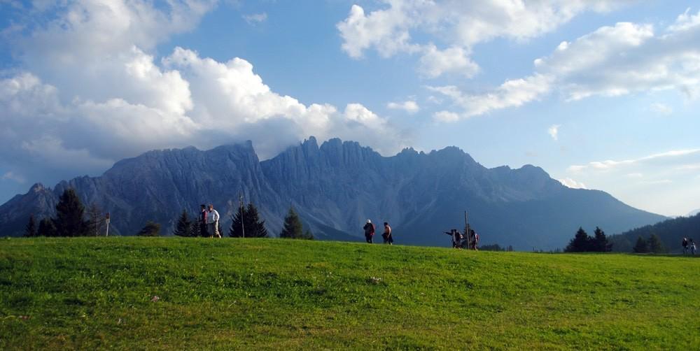 1.-Dolomiti-Catinaccio-Rosengarten-Vedere-spre-Latemar
