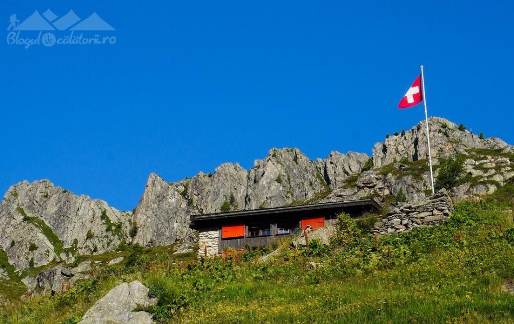 Tour-du-Mont-Blanc-Refuge-les-grands-Fenetre-d-2527Arpette-Champex_263