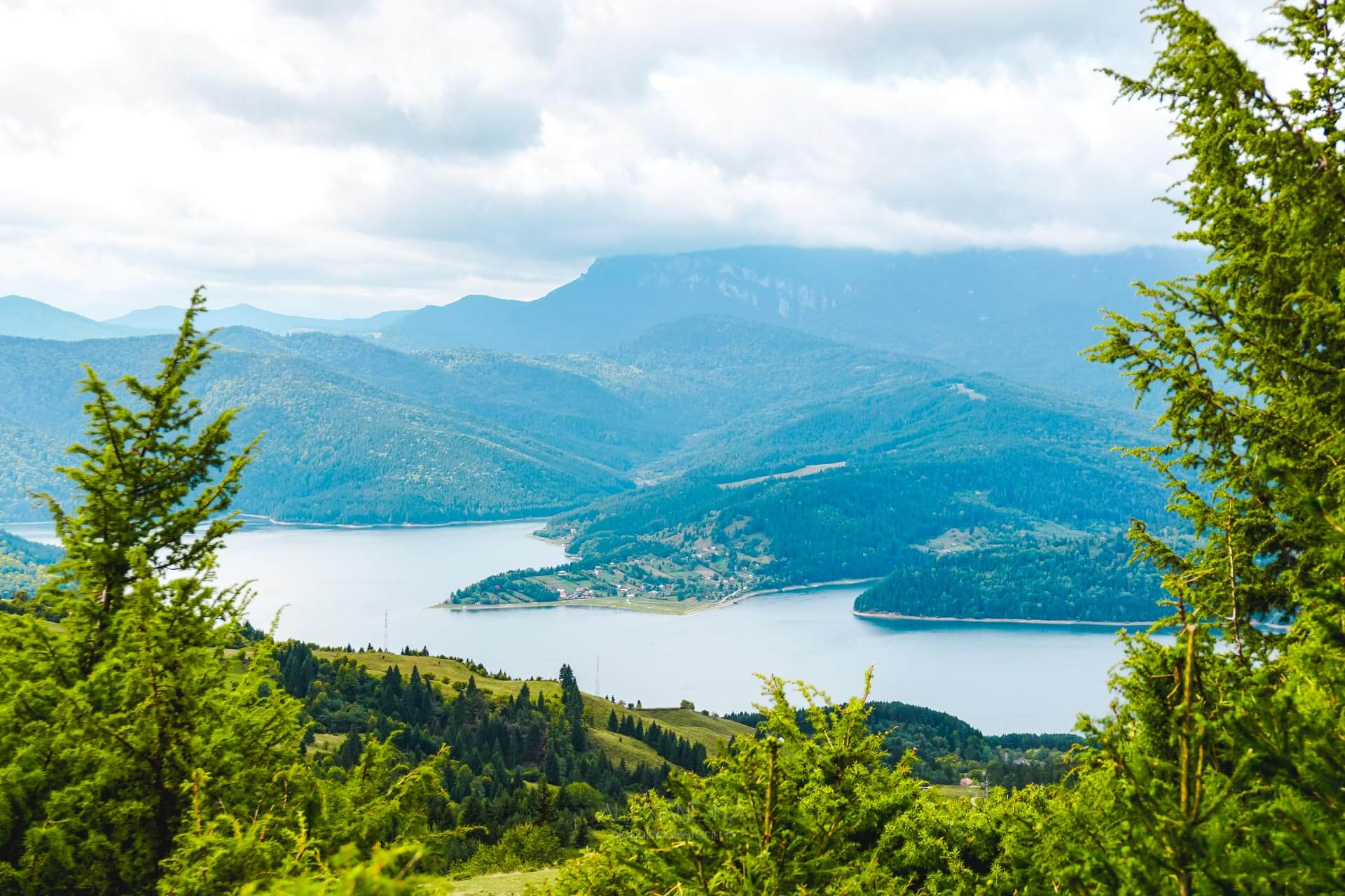Traseu o zi Muntii Stanisoarei - Lacul Bicaz văzut de sus